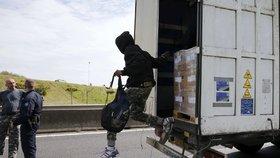 Ve Francii se řidiči kamiónů bojí, kromě převaděčů řádí i zloději