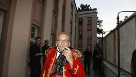 Senátor Kubera jako principál v Prodané nevěstě