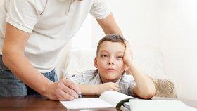 Přílišná péče rodičů dětem škodí
