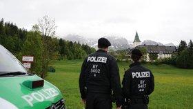 Vláda slíbila policii během příštích let posily, ale bude to stačit na udržení pořádku?