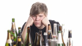 Jestli vaše dítě domů dovrávorá a ještě je schopno komunikovat, pravděpodobně o otravu alkoholem nepůjde.