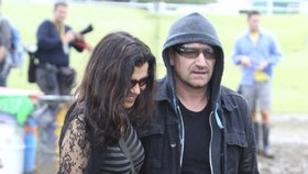 Zpěvák Bono z U2 s manželkou