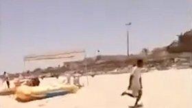 Vyděšení turisté se běželi schovat do blízkých hotelů nebo do ulic Sousse.
