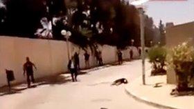 Turisté v ulici letoviska Sousse.