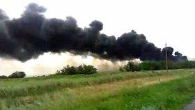 Trosky letu MH17 krátce po zřícení.