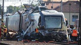 Zcela zničená přední čast Pendolina. Škoda na vlaku se odhaduje na 150 milionů, celková pak bude ještě o 10 milionů vyšší.
