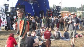 Hluk, opilí řidiči a drogy. Na technoparty u Liberce má dorazit kolem 7000 lidí (ilustrační foto)