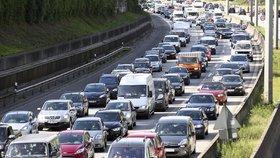 Kolony na dálnici 7 v německém Hamburku