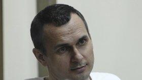 Sencov byl v roce 2015 odsouzen k dvaceti letům vězení za údajný terorismus.