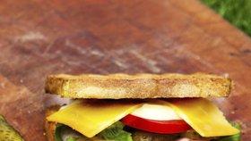 Tradičnímu sendviči hrozí zánik. Výrobce může zruinovat Brexit. (ilustrační foto)