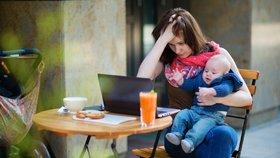 Navýšit a zkrátit rodičovskou? Experti: Ano. Češky ale stejně do práce nepůjdou.