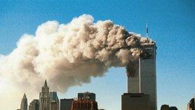 Dvě věže Světového obchodního centra na videozáznamu těsně poté, co se do nich zabořila unesená letadla.