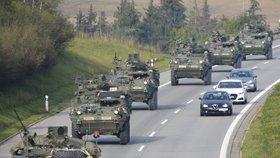 """Americká a britská armáda """"vtrhne"""" do Česka: Zemí projede další konvoj."""