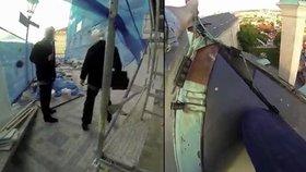 Skupina Ztohoven uveřejnila video, jak se třem jejím členům podařilo dostat na střechu Pražského hradu a vyvěsit tam rudé trenky.