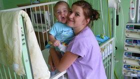 Ve druhém měsíci onemocněl Dominik Němec (1) zákeřnou leukemií. Teď ale chlapci začíná fungovat imunita, což je velmi dobrá zpráva.