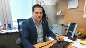 Europoslanec Tomáš Zdechovský (KDU-ČSL) ve své bruselské kanceláři