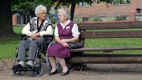 Evropané se dožívají stále více let. Počet osob starších 80 let je nejvyšší v historii.