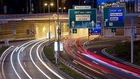 Tunelovým komplexem Blanka projíždí ve všední den přes 50 tisíc aut denně.