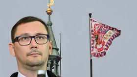 Pražský hrad stále nemá prezidentskou standartu. Požaduje alespoň vydání trenýrek, které nad Hrad vyvěsila skupina Ztohoven.