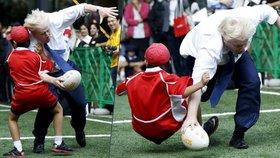 Johnson při přátelské hře rugby tvrdě složil desetiletého chlapce.