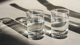 Starší manželé, kteří mají oba stejný vztah k alkoholu, mají šťastnější manželství než partneři, z nichž pije jenom jeden.  (ilustrační foto)