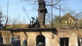 Vypálený dům ve Vítkově, ve kterém bydlela Natálka se svou rodinou v době útoku.