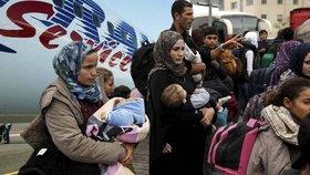 Tisíce uprchlíků z Německa na Balkán přepravil zhruba v padesáti případech Travel Service. (ilustrační foto)
