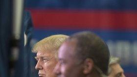 Během třetí televizní debaty republikáni napadali demokraty a sami sebe navzájem.