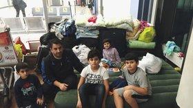 Hasan a jeho děti, všichni žijí v tranzitním prostoru.