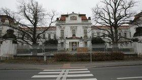 Muž se léčil v nemocnici v Bohnicích.