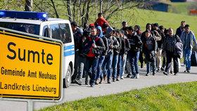 Do německé vesničky dorazí stovky uprchlíků.