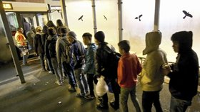 Z šikany migrantů v azylovém centru jsou obviněny tři desítky lidí (ilustrační foto)