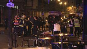Při teroristickém útoku zemřely desítky lidí.