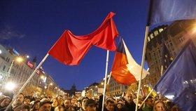Tisíce odpůrců prezidenta Miloše Zemana dorazily z Albertova na Václavské náměstí.