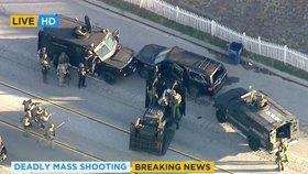 Speciální tým na zneškodňování bomb obklopil černé SUV se střelci z Kalifornie.