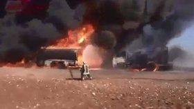 Ruská střela v Sýrii zlikvidovala ropný konvoj ISIS.