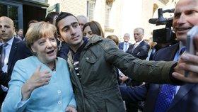 Německá kancléřka Angela Merkelová a selfie s uprchlíky