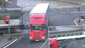 Další kamion jel na červenou.