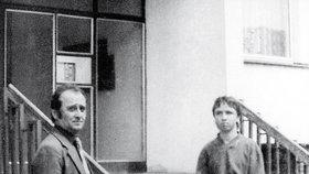 Spartakiádní vrah (vpravo) během policejní rekonstrukce