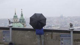 Celý týden bude zataženo s občasným deštěm. Ke konci týdne se oteplí.