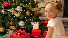 Nejvíce utratíme za dárky pro děti, kterým nejčastěji kupujeme oblečení a hračky.