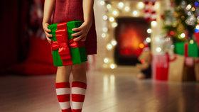 Velký průvodce balením dárků: Jak snadno zabalit míč, lahev, svetr a knihu!