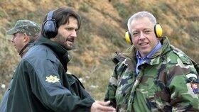 Ministři vnitra Robert Kaliňák a Milan Chovanec na společné obhlídce slovenských hranic
