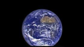 Planeta Země z Měsíce