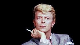 David Bowie byl silný kuřák.