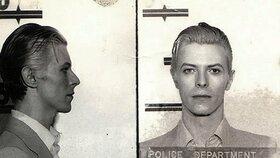 Fotografie Davida Bowieho coby vězně vznikly v březnu roku 1976 v New Yorku.