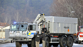 Odvoz materiálu z muničních skladů ve Vrběticích