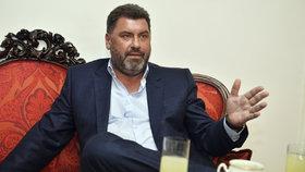 Zemanův poradce Martin Nejedlý vzbuzuje řadu nejasností.