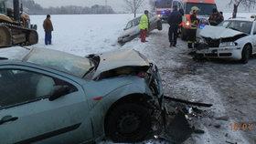 Při autonehodě se zranili čtyři lidé, dvě z nich byly děti.