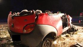 Po nehodě s cisternou na Kroměřížsku z osobáku nic nezbylo: řidič nepřežil.